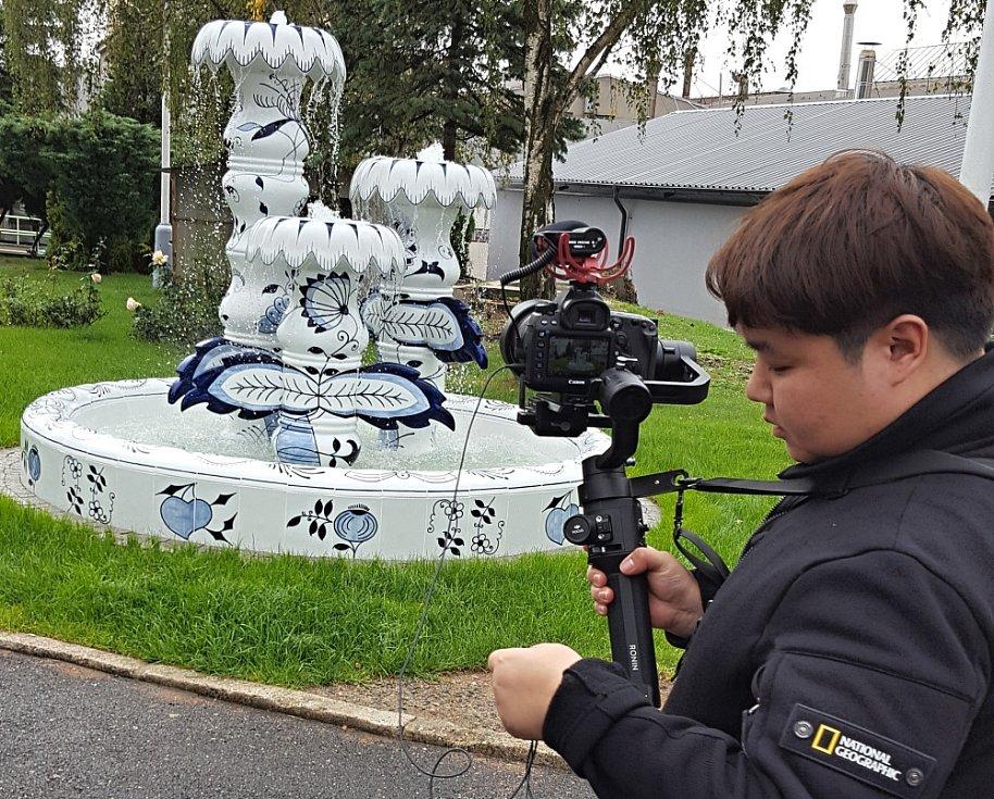 Korejci natáčeli v porcelánce, kameře neunikla ani fontána