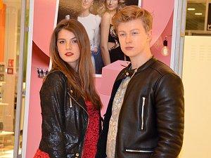Adéla Částková a Adam Mišík casting v obchodním domě Olympia doprovodí.