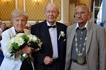 V obřadní síni Zahradního domu v teplicích uzavřeli diamantovou svatbu Marie a Vladimír Linhartovi z Teplic.