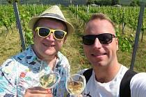 Selfíčko ze společných cest? Pro partnery Roberta Zauera (vlevo) a Tomáše Kavalce z Teplic žádný problém. Mají jich v albech desítky.