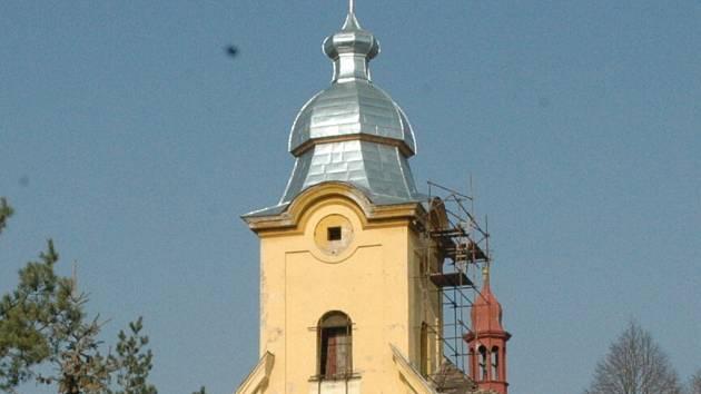 OPravená báň rtyňského kostela