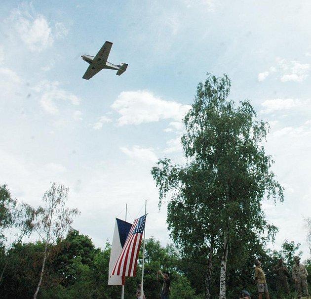 Lidé vzdali hold americkým letcům za obětavou práci při leteckých manévrech na Teplicku.