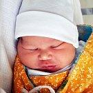 JOZEF SIVÁK se narodil Zdence Sivákové z Dubí 31. října v 5.44 hod. v teplické porodnici. Měřil 51 cm a vážil 3,5 kg.