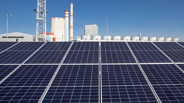 Ledvice se mění v laboratoř zelené energetiky. Po unikátní vodní turbíně s akumulací tu ČEZ zkouší moderní solární panely pro nové velké elektrárny.