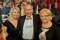 Jaroslav Kubera s mladší dcerou Vendulou Vinšovou a manželkou Věrou