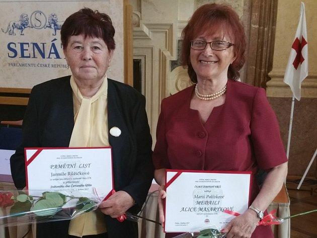 Předsedkyně Červeného kříže Duchcov dostala v Praze medaili Alice Masarykové.