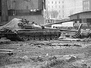 Záběry zničených dalších tanků a okolních budov v Bohosudově.