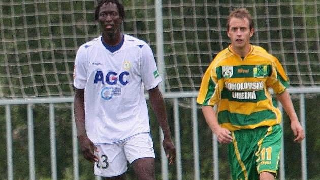 Senegalec Thiam (vlevo) se smlouvy v Teplicích nedočkal.