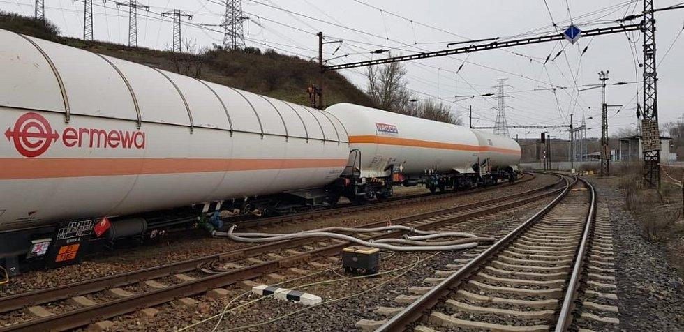 Nehoda dvou nákladních vlaků na Teplicku.