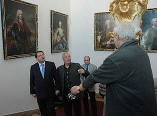 Jiří Paroubek si prohlédl duchcovský zámek.