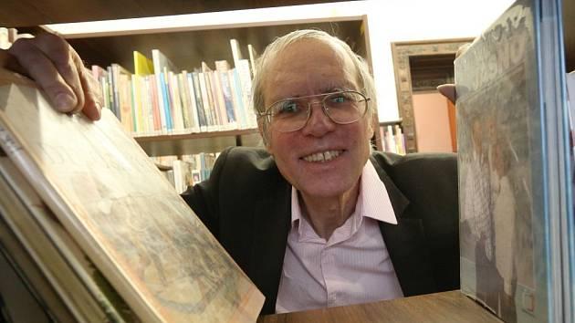ALEŠ BROŽEK po téměř 27 letech v čele ústecké knihovny odešel do penze. Na jeho místo od 1. února nastoupila Jana Linhartová.