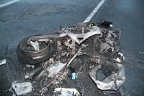 Tragická dopravní nehoda u Srbice. Motorkář zemřel