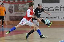 OBRAT. Slavii se povedlo v pátek otočit zápas s Teplicemi ve svůj prospěch. Ossorio (vpravo) byl v závěru vyloučený a hosté přišli o výhru.