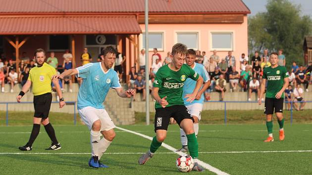 V 1. kole MOL Cupu vyřadily Srbice (modré dresy) Sokolov.