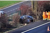 V ranních hodinách skončilo osobní auto na rychlostní silnici z Teplic do Ústí ve škarpě.