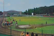 Jak se jmenuje ústecké víceúčelové sportoviště na snímku z roku 1976?