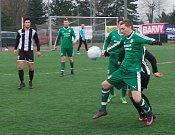 Baník Modlany - TJ Krupka 0:3, zápas se hráv na umělé trávě v Srbicích.