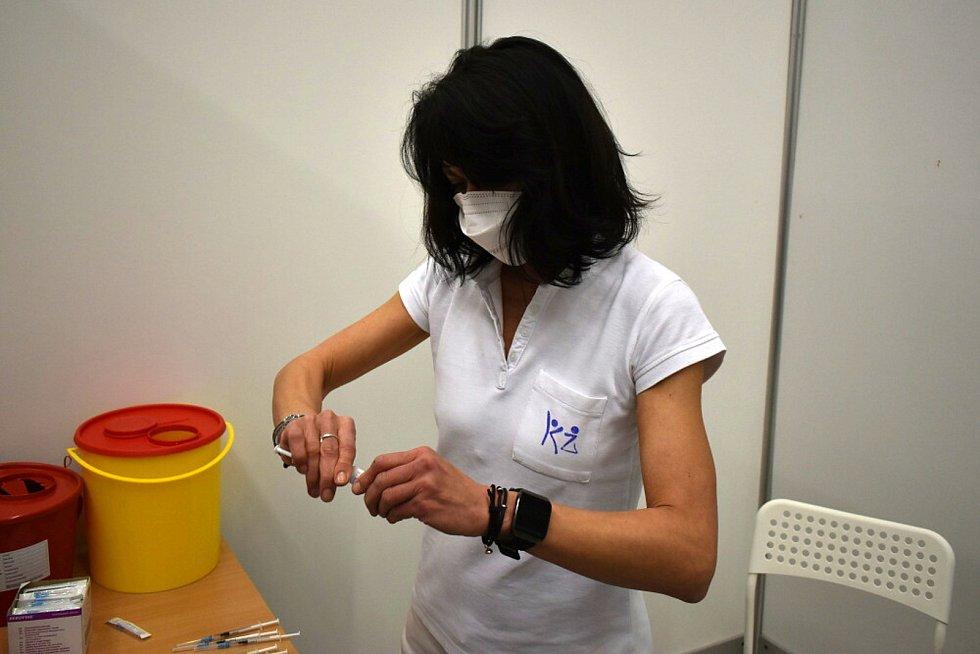Očkovací centrum ve Sportaréně na Stínadlech v Teplicích