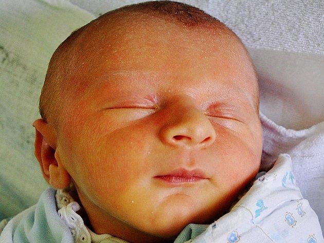 Tobiáš Vališ se narodil Haně Vališové z Hrobu 8. července  v 7.10 hod. v teplické porodnici. Měřil 51 cm a vážil 3,05 kg.