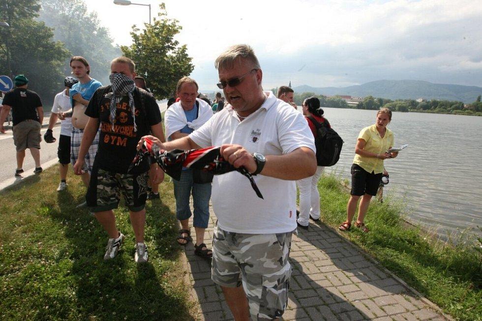 Střet policie s extrémisty v Duchcově