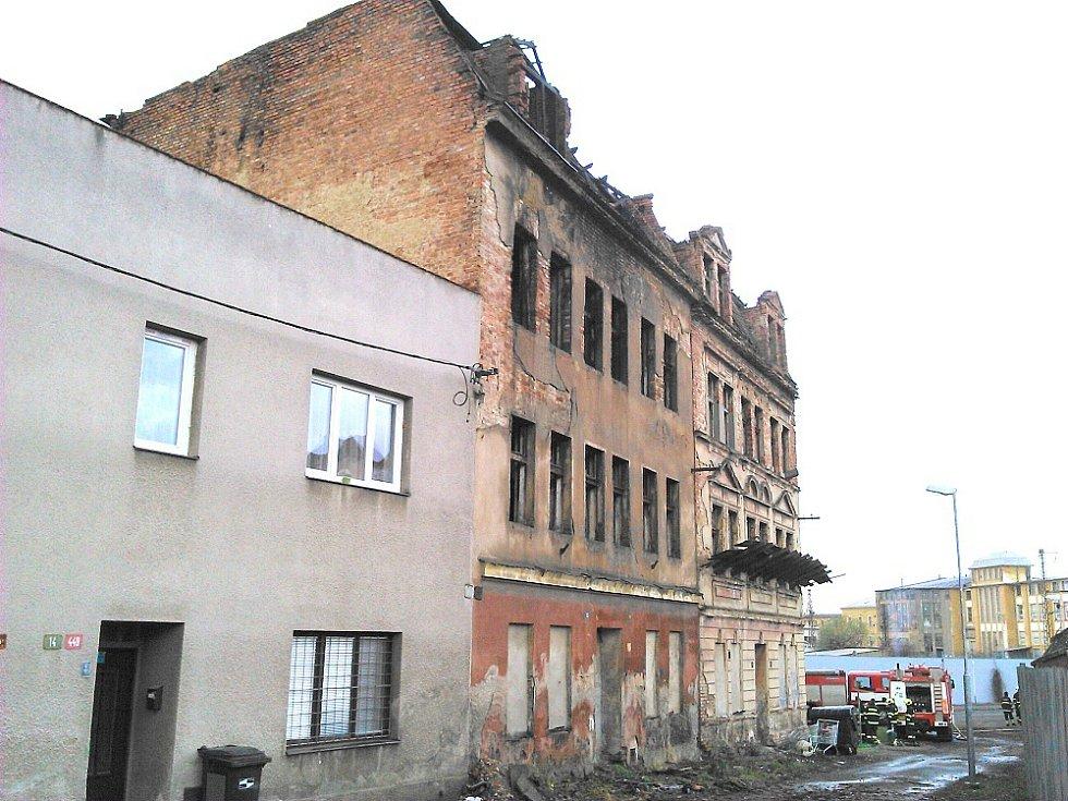 V Zemské ulici v Teplicích hořelo v opuštěném domě.