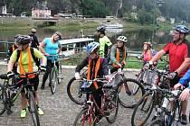 Arkadie se svezla Labským údolím na lodi i na kole