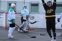 V Oblastní hokejbalové lize Krupka po několika týdnech konečně zvítězila.