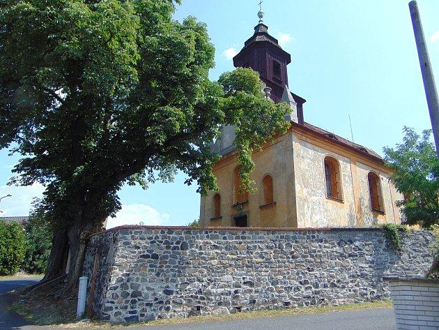 Kostel svatého Vavřince v Hradišti na Teplicku.