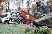 Okolí kolem sochy německého lyrického básníka se mění