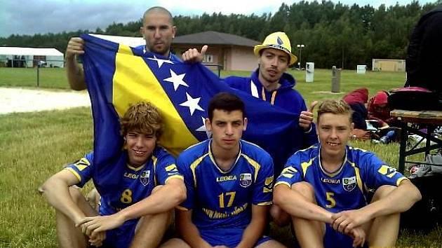 SK BOSNIA ONLINE EU TEPLICE. Horní řada zleva: Stanislav Barák (10), Adnan Beganović (26). Dolní řada zleva: Jiří Baran (8), Đenan Beganović (C)(17), Patrik Tesař (5).