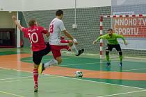 Teplický Svarog porazil v semifinále poháru Chrudim (v červeném) 2:1