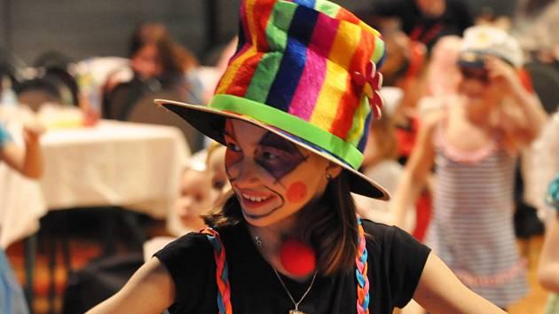 Maškarní karneval s Divadlem V Pytli v teplickém domě kultury