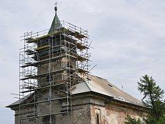 Oprava kostela Nanebevzetí Panny Marie na Cínovci.