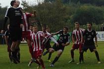 Okresní derby v krajském přeboru mělo výbornou úroveň. Z výhry 2:1 nad Sokolem Srbice se radovali domácí fotbalisté Baníku Modlany.