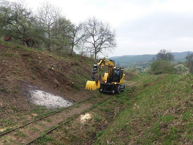 Drezína odstartovala další část kampaně na obnovu kolejí ze Zubrnic do Lovečkovic.