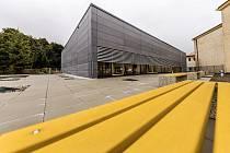 Dvoutisícové město Hrob má novou školní tělocvičnu.
