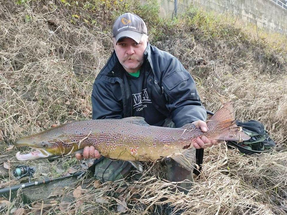 Milan Líbal chytil na Děčínsku v Labi lososa o délce 86 centimetrů.