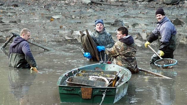 Tepličtí rybáři mají za sebou již druhý výlov, tentokrát Zámeckou