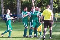 Baník Modlany - Sokol Srbice 3:1 (2:1). Josef Blažek se raduje z druhého gólu Modlan.