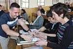 Vzdělávací workshop pro učitele chemie, biologie a fyziky na teplickém gymnáziu.