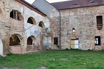 Takhle vypadá v současné době nový krupský úřad, který vzniká rekonstrukcí bývalého kláštera v Krupce.