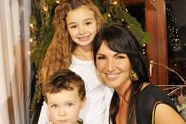 Andrea Kloboučková s dětmi Aničkou a Jáchymem.