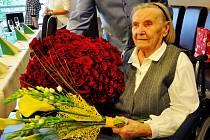 Společně se svými blízkými oslavila v úterý své významné životní jubileum, sto let, Marta Hejduková.