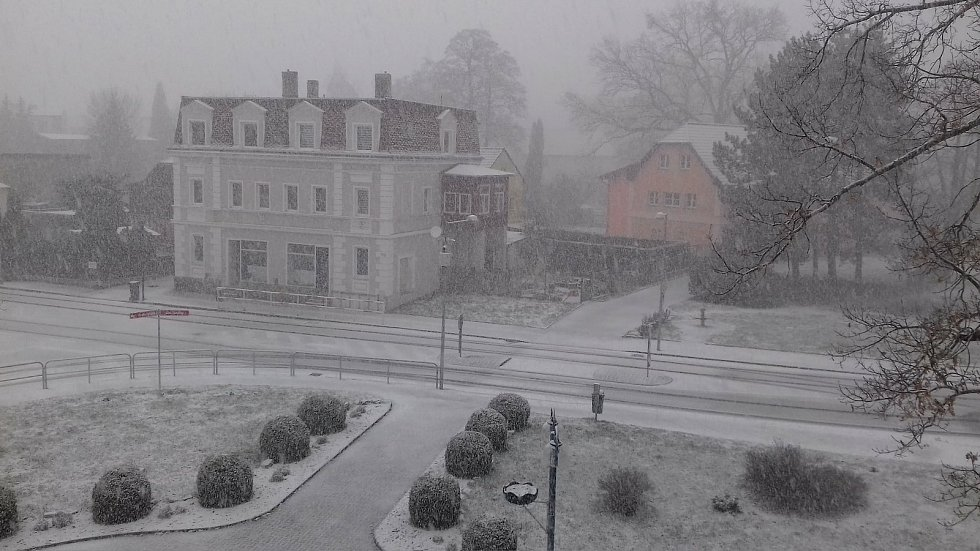 Sníh v Proboštově (úterý 6. dubna, 9.00).