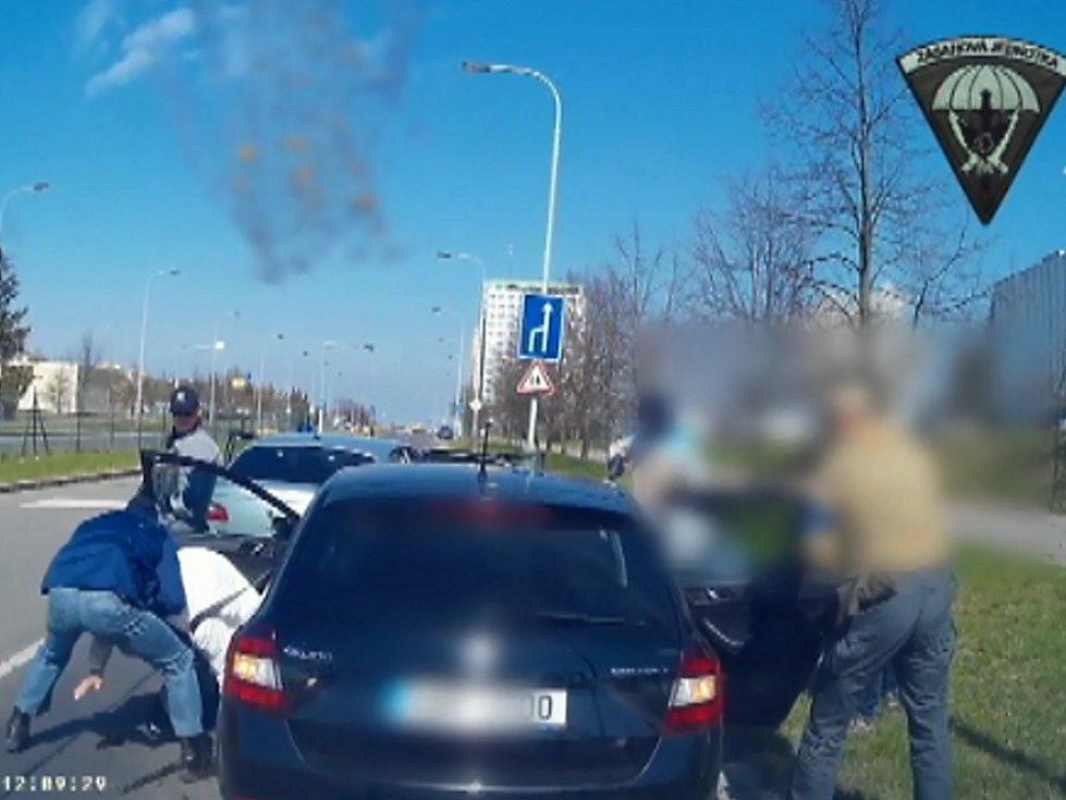 Zadržení muže, který brutálně znásilňoval ženy na Teplicku.