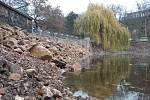 Dolní rybník v Zámecké zahradě v Teplicích, napouštění pro revitalizaci.