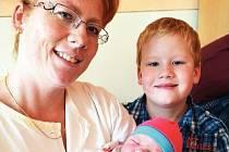 Mamince Kateřině Zemanové z Háje se 25. prosince ve 14.48 hod. v teplické porodnici narodila dcera Anna Zemanová. Měřila 55 cm a vážila 4,0kg. Na snímku je s nimi i pyšný bráška Kuba.