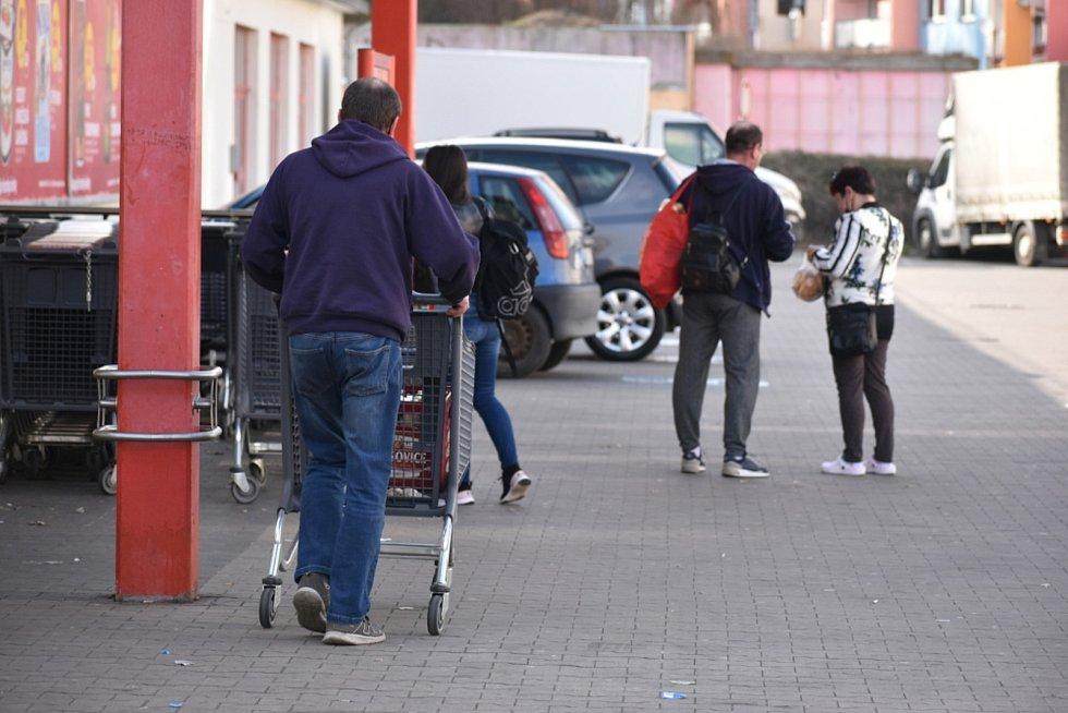 Předvelikonoční nákupy v Teplicích.
