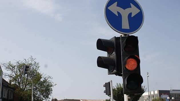 Ilustrační snímek. Semafor.