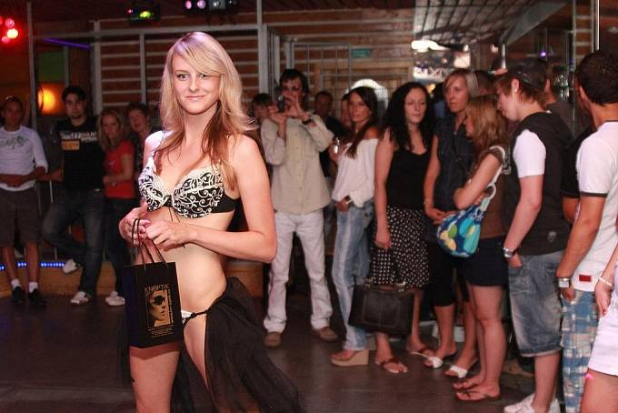 Módní přehlídka v Luna Club 07
